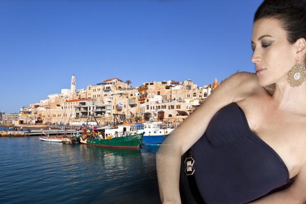 נוגעת בים התיכון